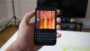 Test du BlackBerry Q5, le milieu de gamme du...