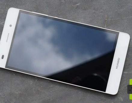 Test du Huawei P8 Lite : version allégée mais...