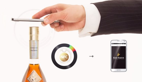 Si votre cognac est contrefait, la bouteille connectée Rémy Martin vous avertira
