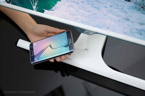 Samsung SE370, l'écran pour gamers avec chargeur Qi inclus