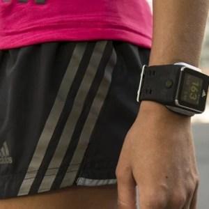 miCoach Smart Run : Adidas présente une montre connectée réservée aux sportifs