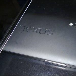 Le Nexus 5 deux fois moins cher qu'un iPhone 5S et disponible fin octobre ?