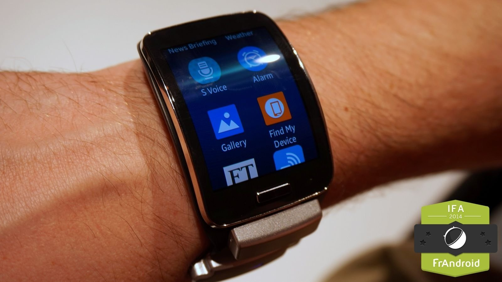 Prise en main de la Samsung Gear S, la montre aux courbes séduisantes