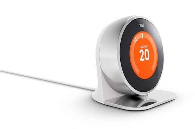 Nest a fait son entrée sur le Play Store avec un thermostat, son socle et un détecteur de fumée