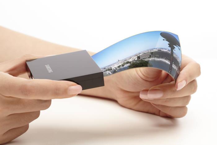 Samsung aurait commandé 8 millions d'écrans flexibles par mois pour le Galaxy S7