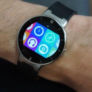 Test de l'Alcatel One Touch Watch, mi-montre, mi-tracker d'activités