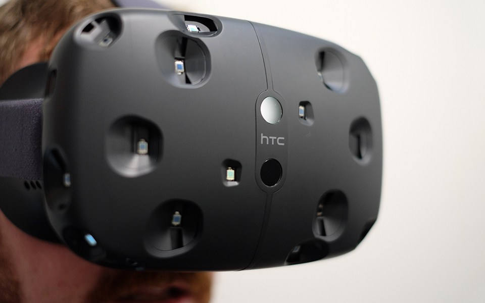 La sortie du casque de VR HTC Vive est retardée à 2016