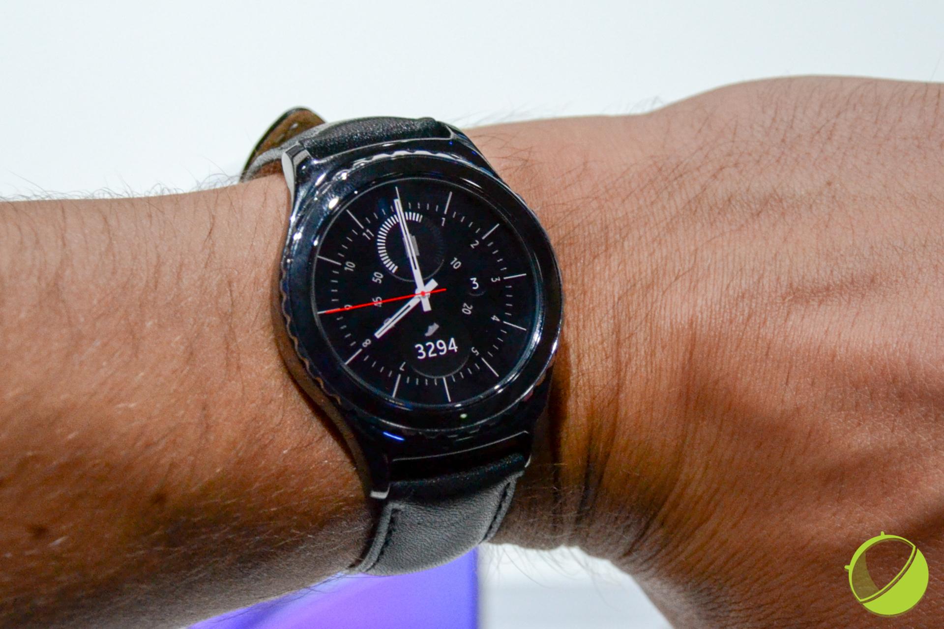 Prise en main de la Samsung Gear S2 : une bague rotative qui fait la différence