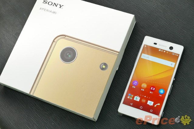 Sony Xperia M5 : le mobile se dévoile dans un déballage