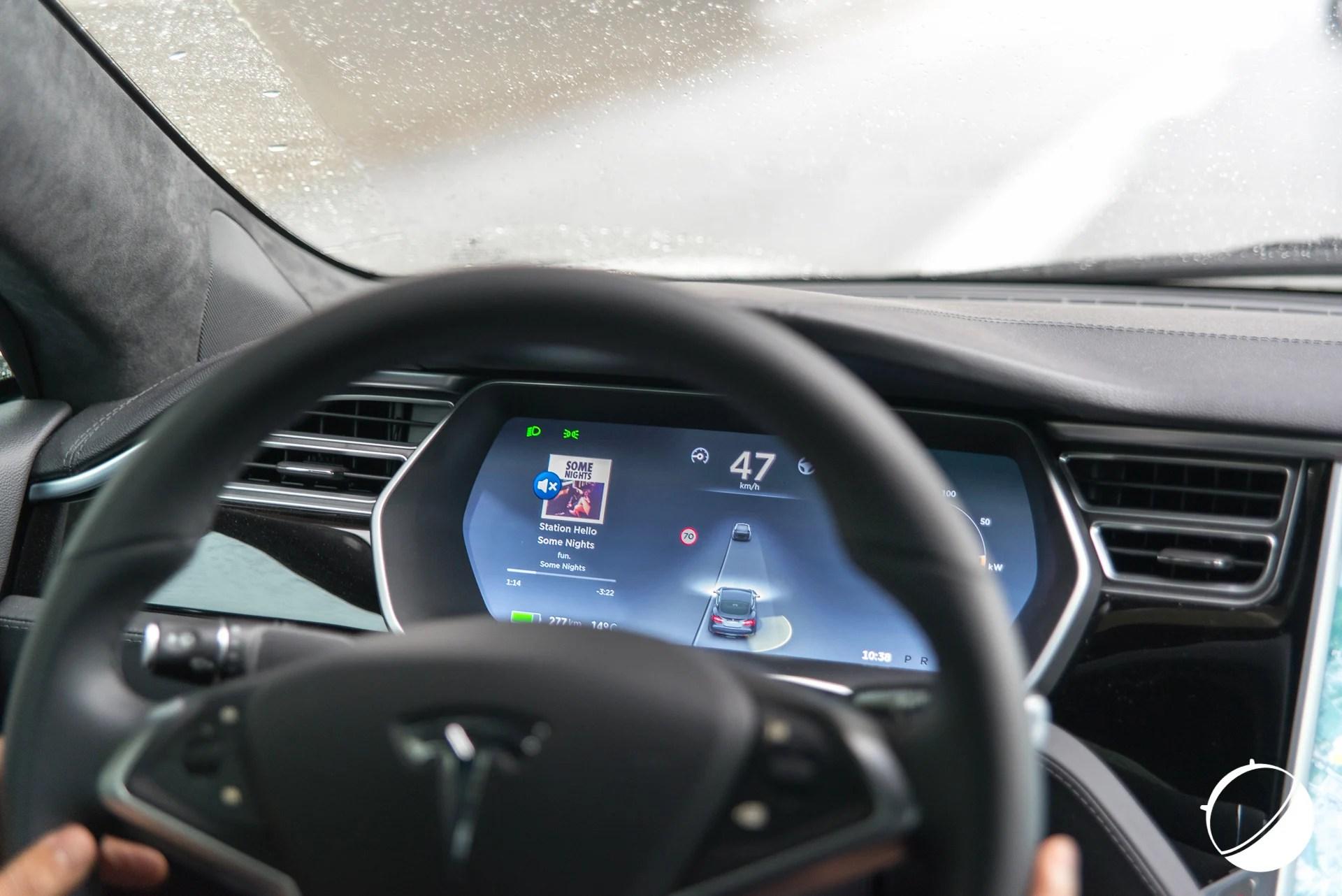 Tech'spresso : la 4G de Free, les MAJ du OnePlus 3 et la vitesse de la Tesla S