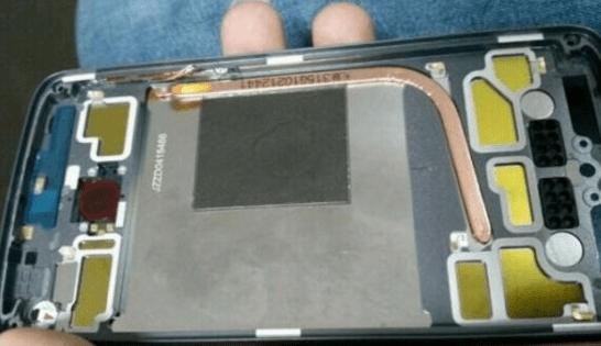 Motorola Moto X (2016) : un capteur d'empreintes et un caloduc ?