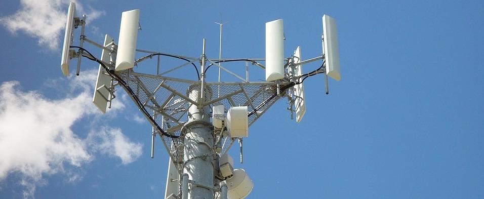 Déploiement de la 4G en France : Bouygues à l'arrêt, SFR maintient le cap