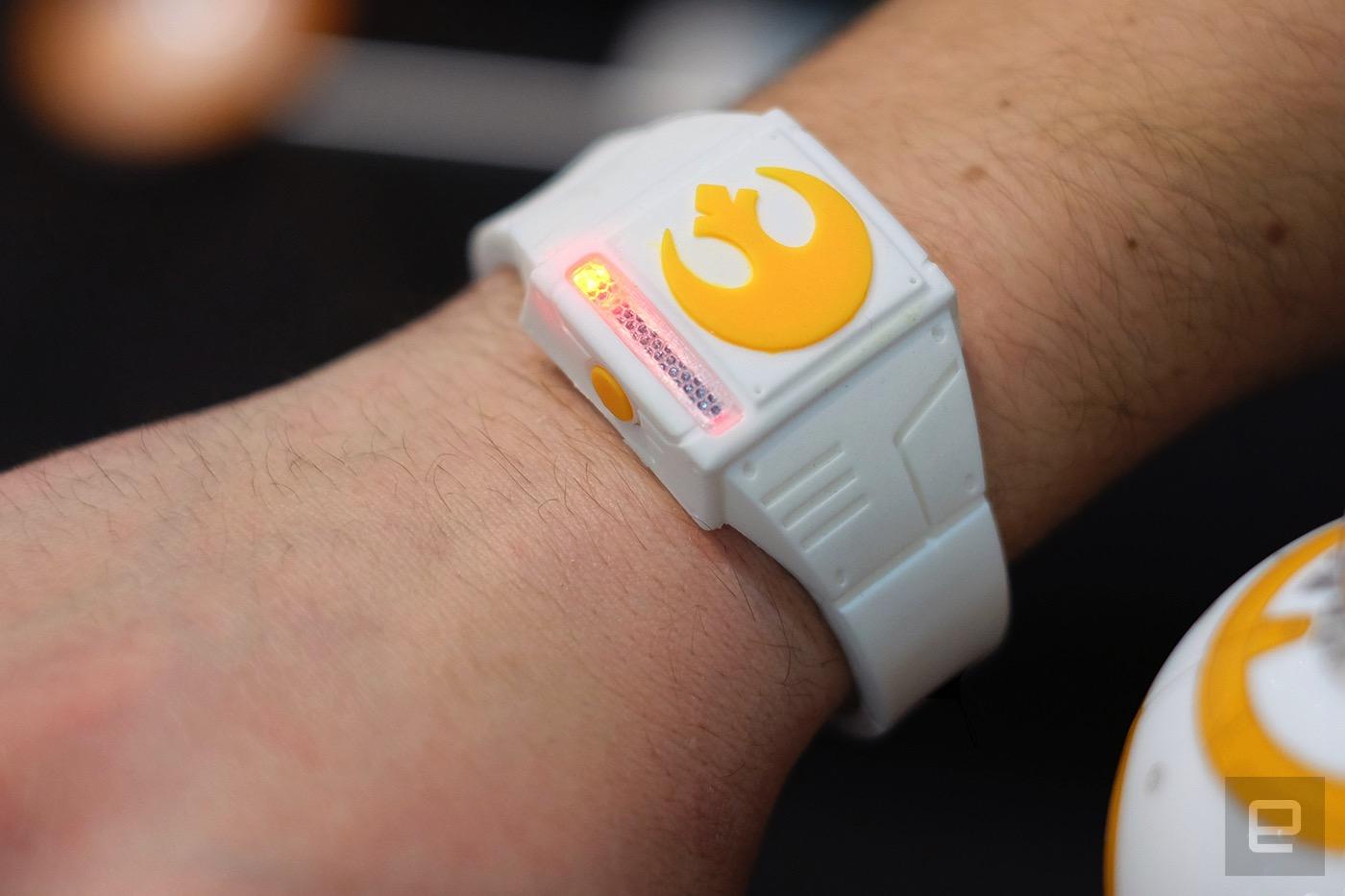 CES 2016 : Force Band, un bracelet pour contrôler le Sphero BB-8