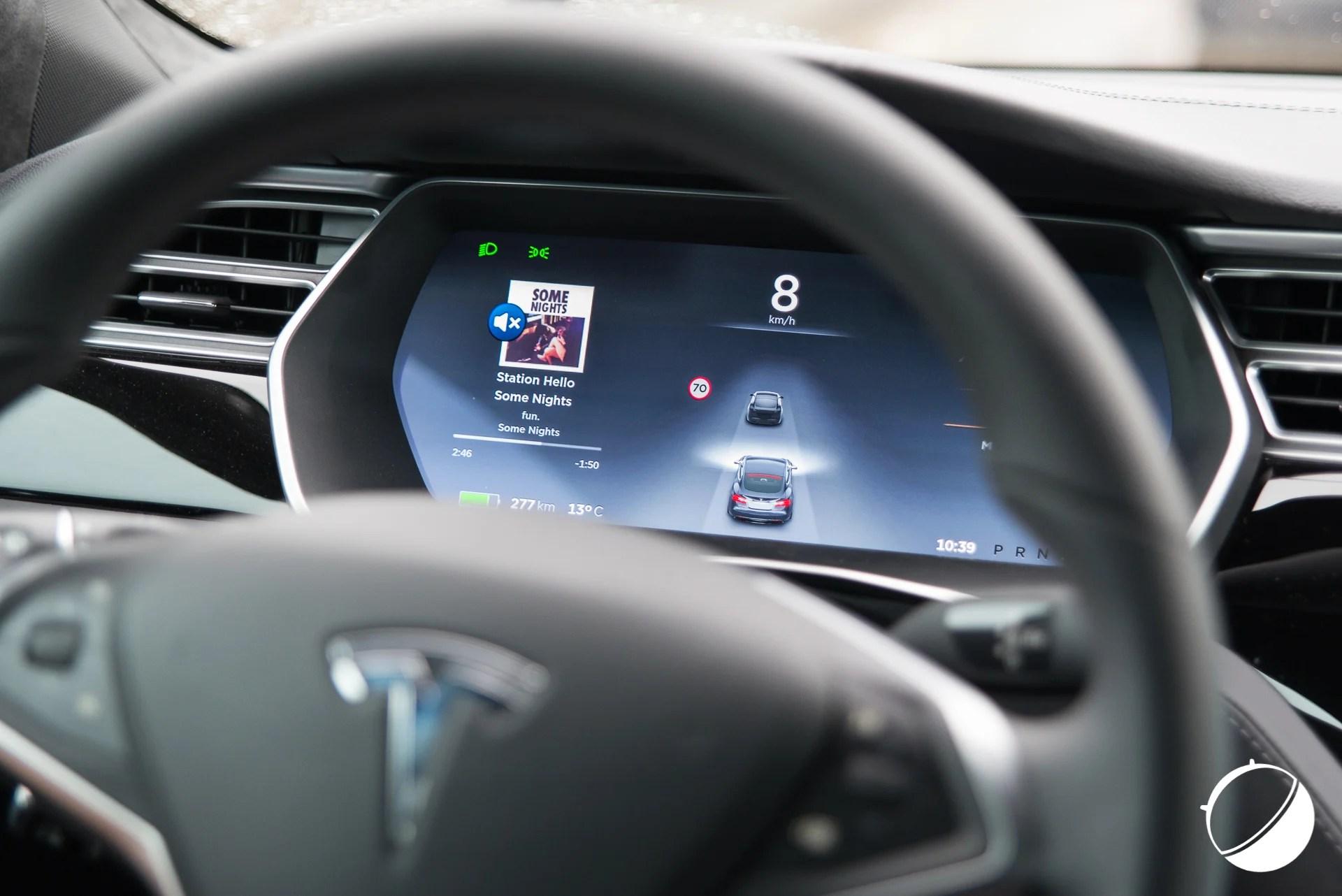 L'Autopilot de Tesla aurait divisé par deux le nombre d'accidents