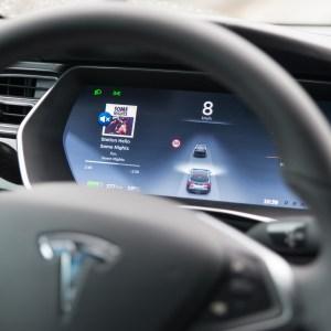 Tesla : l'Autopilot 2.0 arriverait cette année pour une conduite encore plus autonome