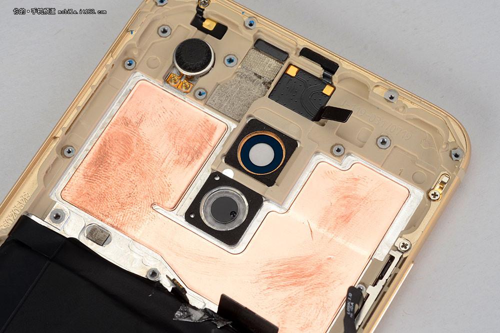 Le Meizu Pro 6 démonté laisse entrevoir le refroidissement du Helio X25