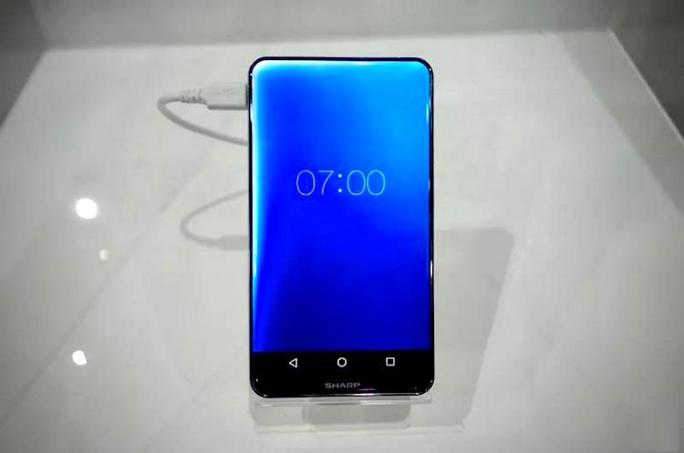 Sharp Corner R, a-t-on besoin d'un smartphone sans bordure d'écran ?