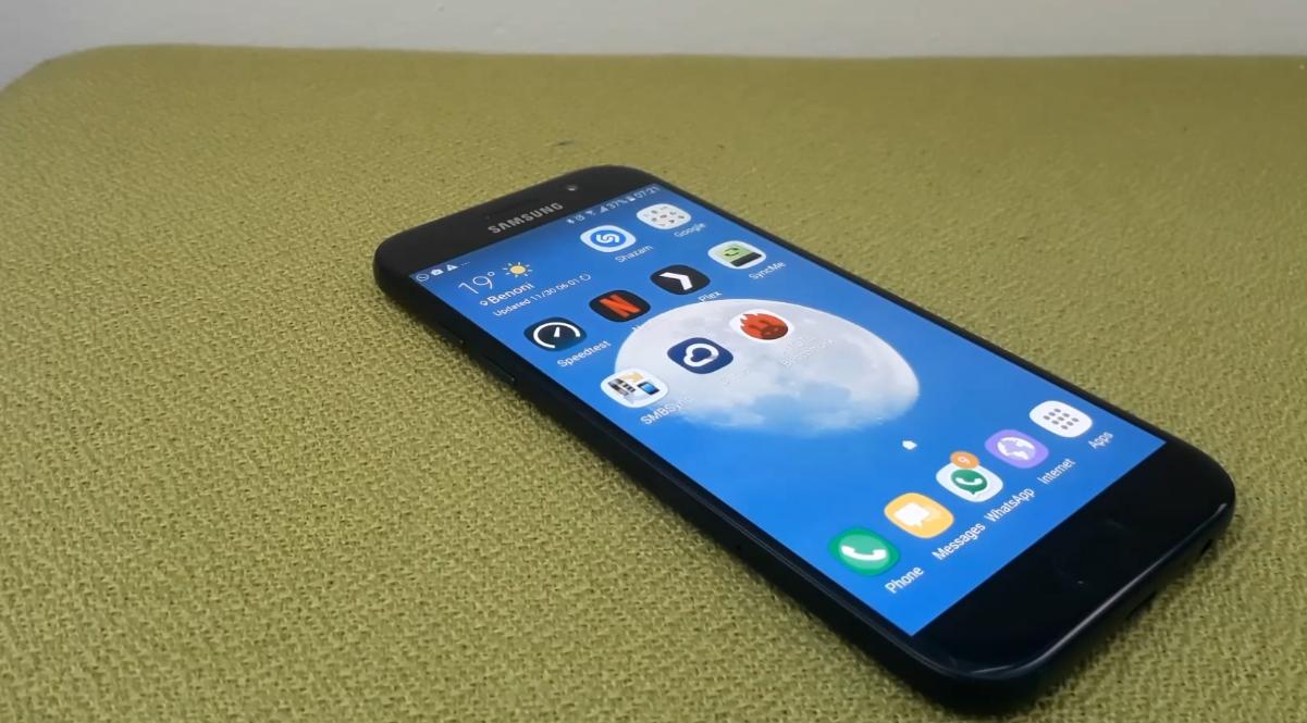 Les Samsung Galaxy A3 et A5 2017 arriveraient en janvier à moins de 450 euros