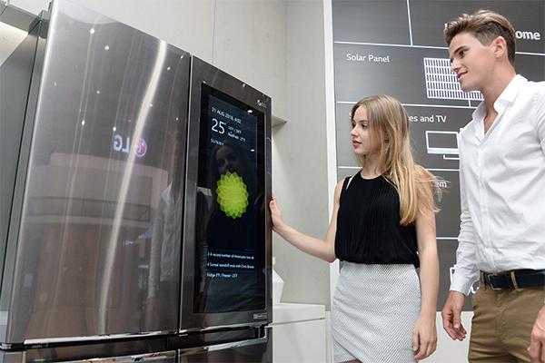 CES 2017 : LG va dévoiler son premier réfrigérateur intelligent sous webOS