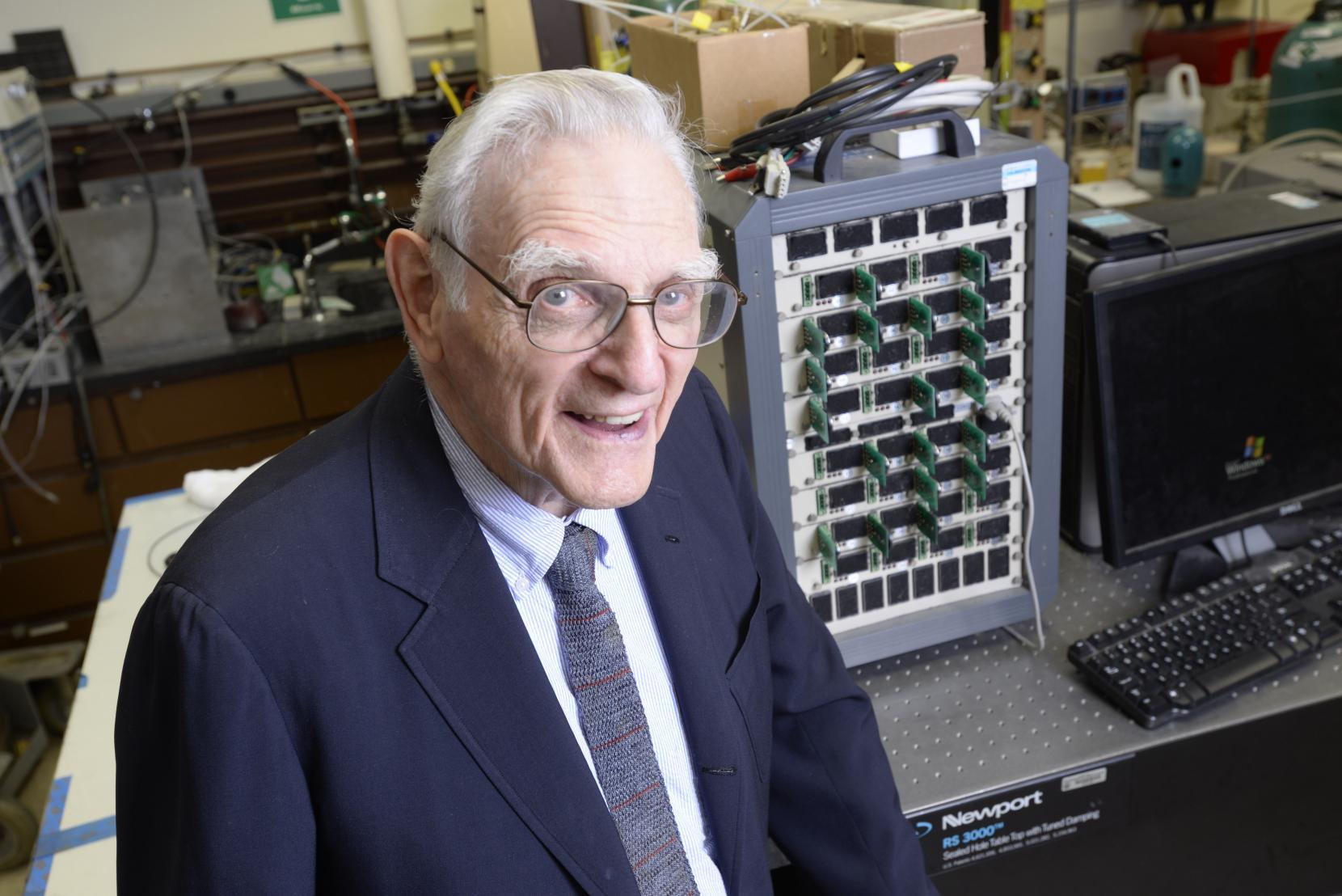 L'inventeur du lithium-ion révolutionne la batterie une 2e fois