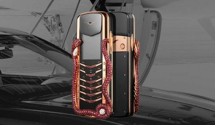 Vertu Signature Cobra, le téléphone livré par hélicoptère pour moins de 350 000 euros