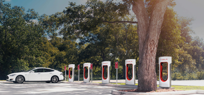 Tesla pourrait partager ses Superchargeurs avec d'autres constructeurs