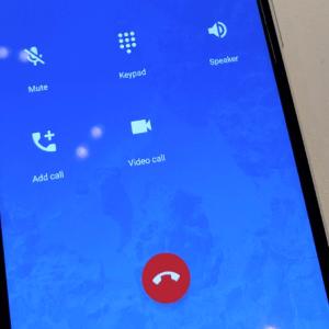 Nouveau design, l'app Téléphone d'Android fait un pas de plus vers le look iOS
