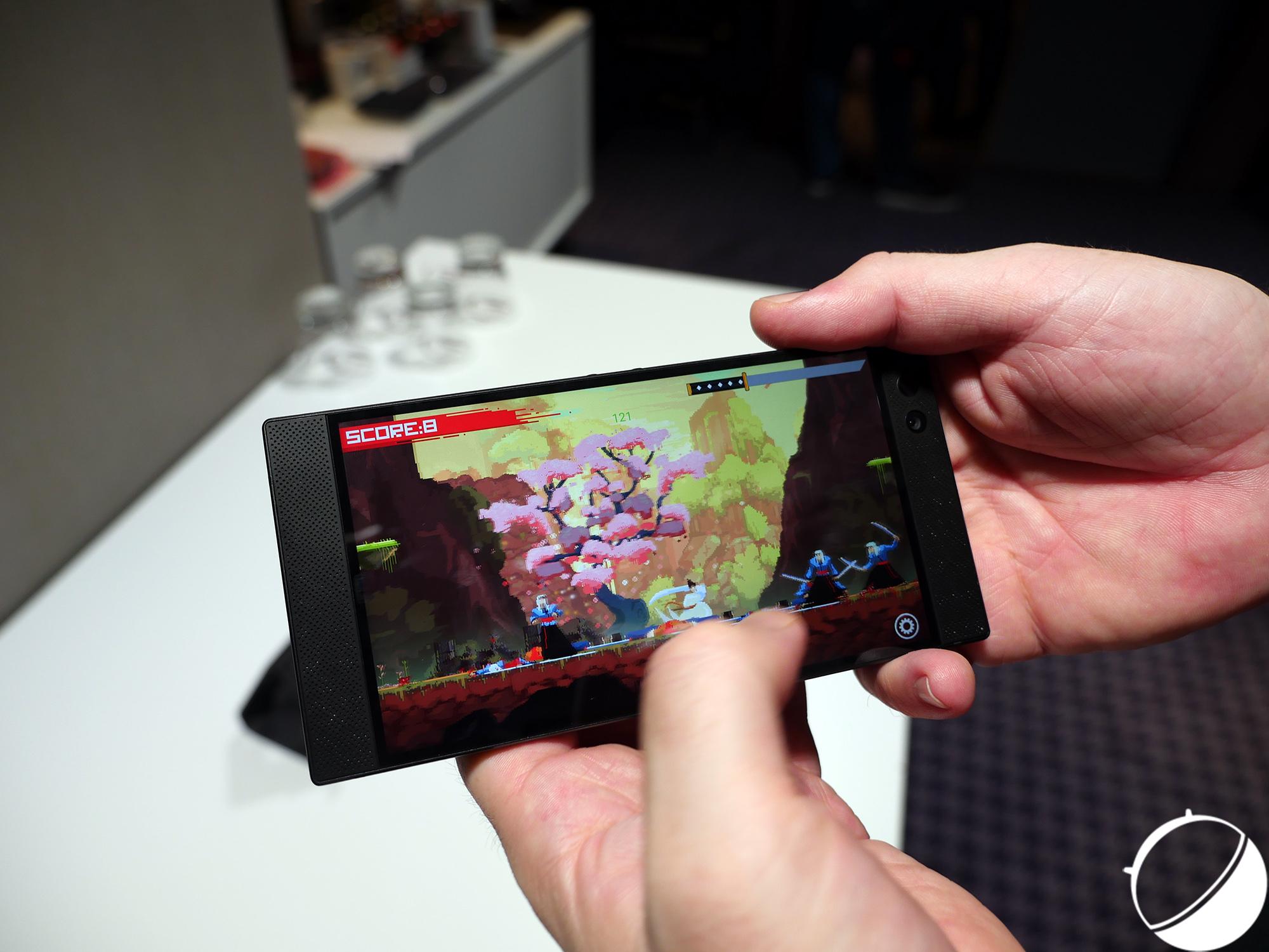 Tech'spresso : le Razer Phone pour gamers, deux nouveaux HTC U11 et le OnePlus 5T