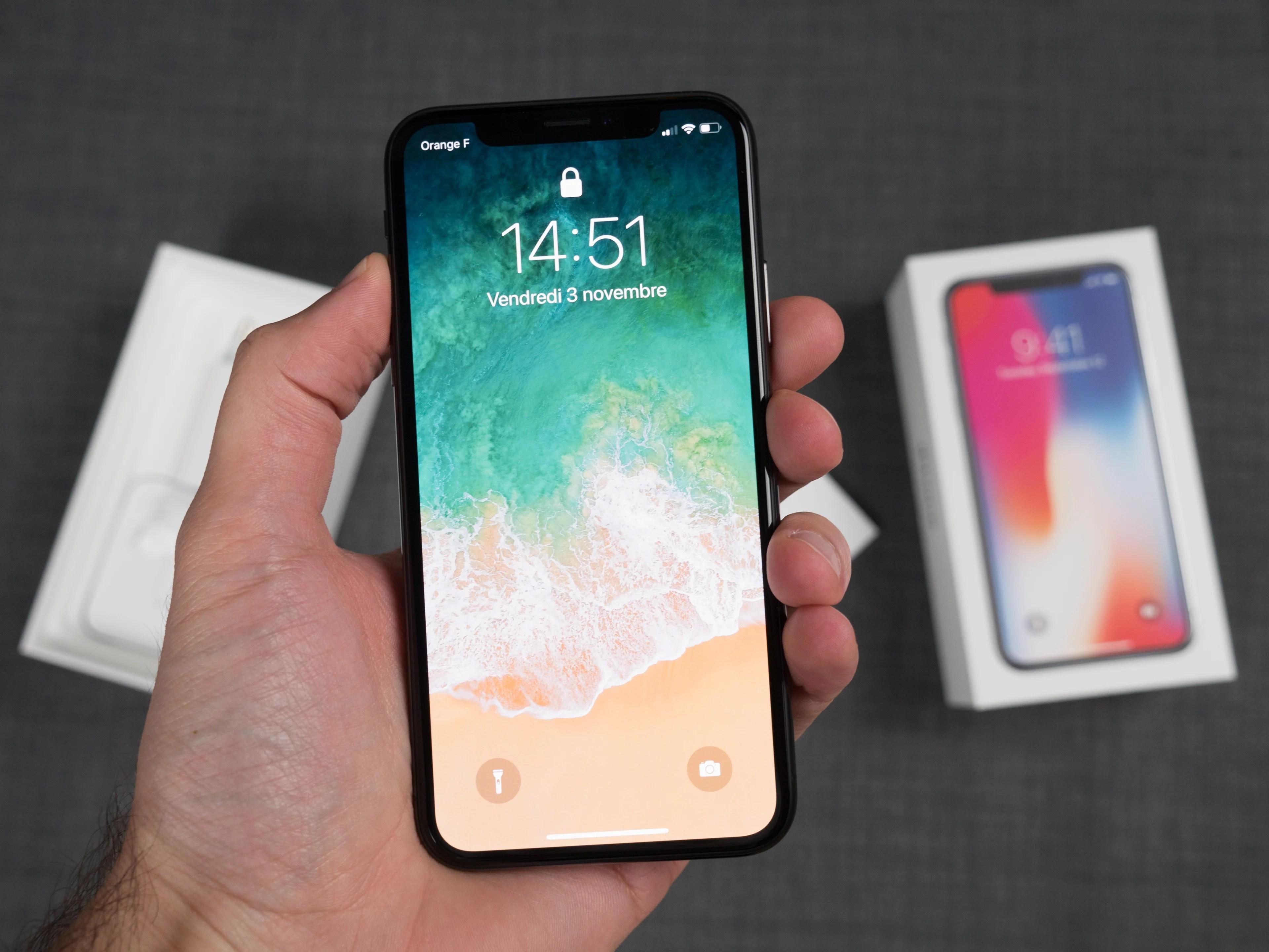 L'iPhone X pourrait être ressuscité par Apple suite aux débuts difficiles de sa nouvelle gamme