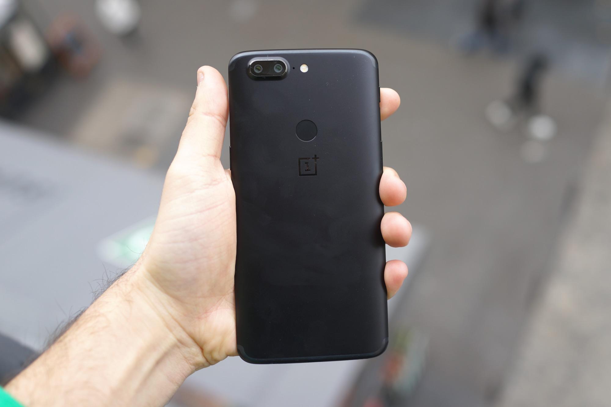 Tech'spresso : les Galaxy S9 font «tock», OnePlus dit non et Google s'excuse