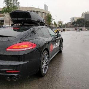 Huawei prouve l'intérêt de l'IA de son Mate 10 Pro en lui faisant conduire une Porsche à notre place