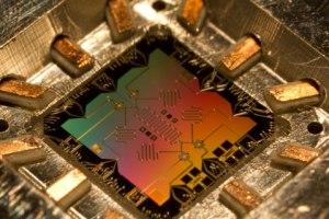 Intel et QuTech ont réussi à intégrer un calculateur quantique dans une puce classique