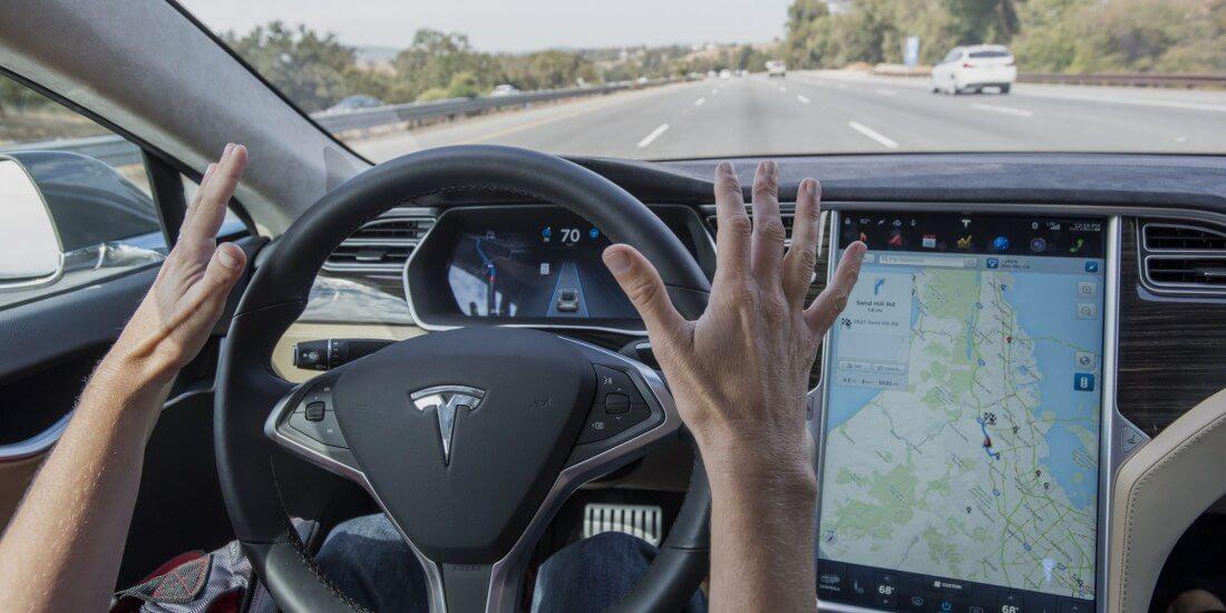 Tesla : un conducteur jugé après avoir laissé la place de conducteur vide