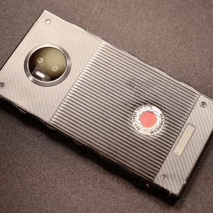 RED Hydrogen One : commercialisation imminente pour le smartphone « holographique »
