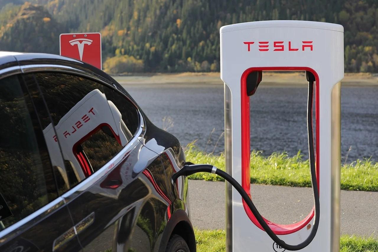 Les Superchargeurs Tesla pourraient être utilisés par d'autres marques selon Elon Musk