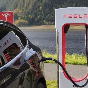 Les Superchargeurs Tesla ouverts à tous les véhicules électriques ? Le dossier chauffe