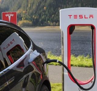 Tesla Model 3 : avec cette mise à jour, vous passerez moins de temps au superchargeur