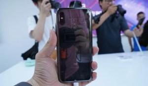 Xiaomi Mi 8 et Mi 8 Explorer : les premières impressions et prises en main des médias tech