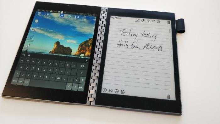 Microsoft fait des démonstrations de sa Surface pliable à deux écrans