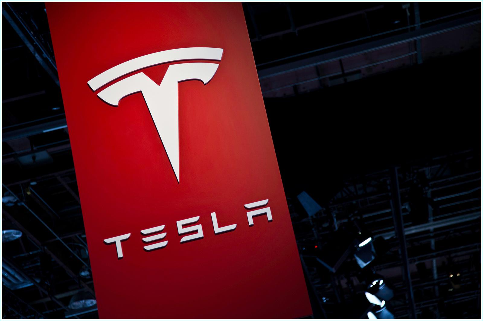 L'histoire du smartphone Tesla Quadra