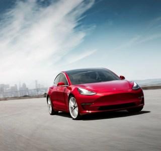 Tesla Model 3 : attachez vos ceintures, l'accélération s'améliore avec cette mise à jour