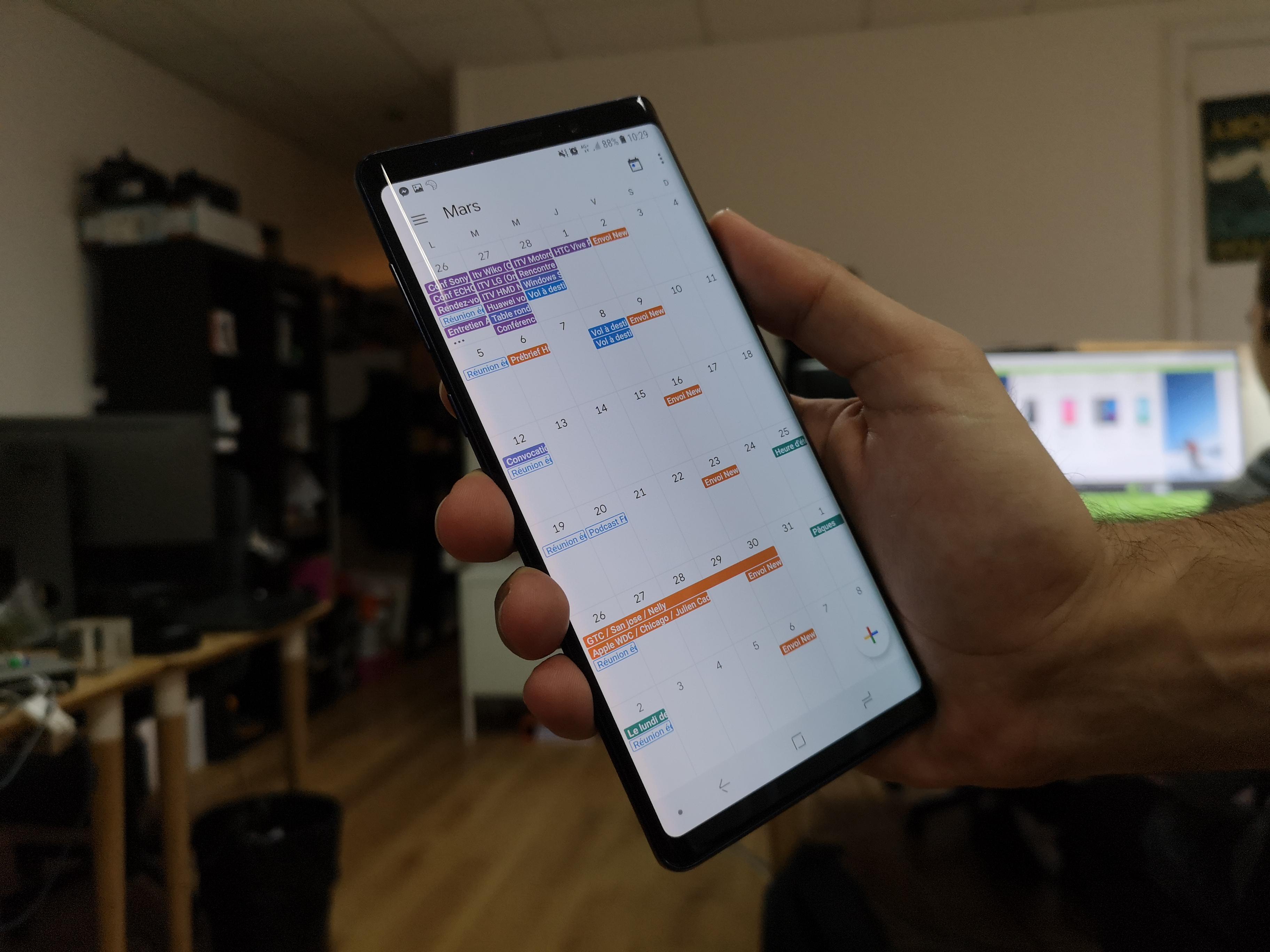 Tech'spresso : des services Freebox en panne, l'iPhone XS Max a le meilleur écran et la nouvelle interface de Google Agenda