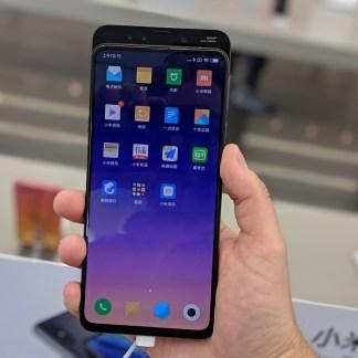 Prise en main du Xiaomi Mi Mix 3 : il en met plein les yeux sans aucune encoche