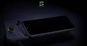 Flashy et un peu kitsch : une vidéo montre le Xiaomi Black Shark 2 briller de mille feux
