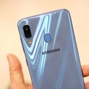 Samsung Galaxy A30 : nos photos et nos premières impressions au MWC 2019