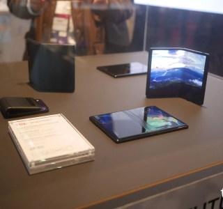 Smartphones à écran pliable : on a vu les concepts de TCL et ça donne envie – MWC 2019