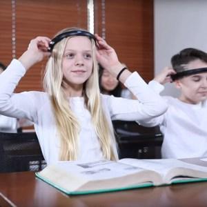 Bonjour dystopie : ces élèves portent un casque qui mesure leur attention en cours