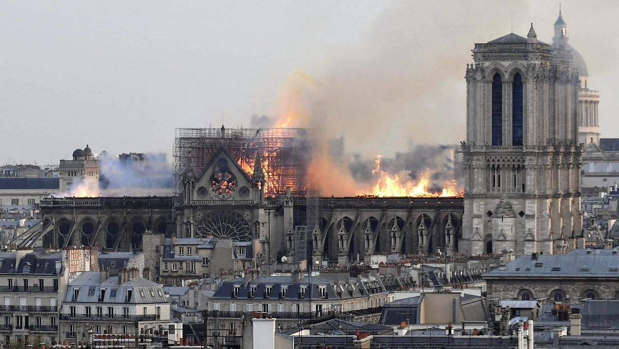 Notre-Dame et 11 septembre : YouTube s'emmêle les algos