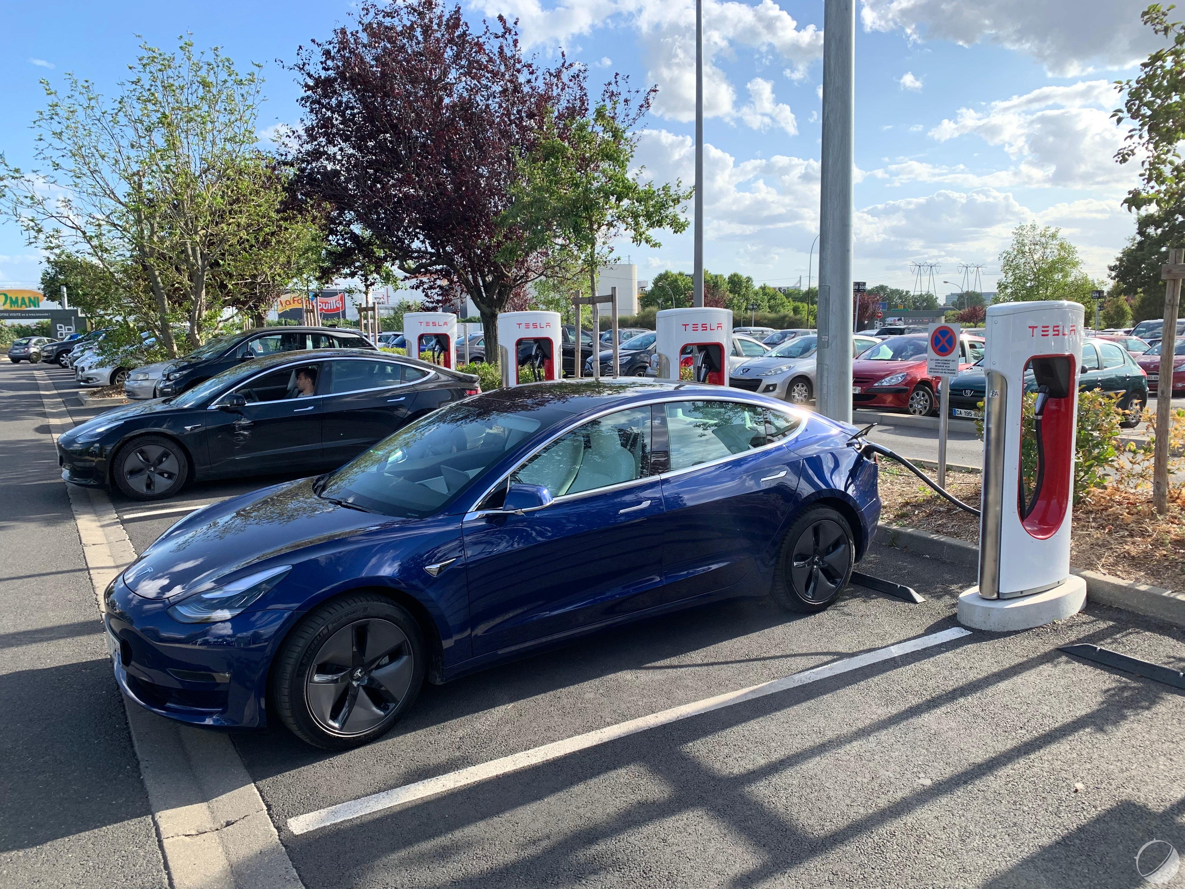 La Tesla Model 3 est un objet technologique : découvrons son interface et ses gadgets