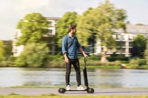 E-tron Scooter : Audi dévoile son engin mi-skate mi-trottinette